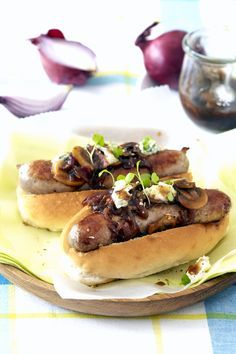 A luxurious twist on a much-loved classic: Gourmet Boerie Rolls with Mushroom, Red Onion & Balsamic Sauce Beef Recipes, Cooking Recipes, Recipies, South African Recipes, Ethnic Recipes, How To Cook Beef, Recipes From Heaven, Food Truck, Love Food