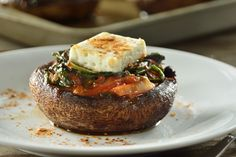 There is no tastier mushroom than the portobello, now imagine how delicious this recipe is, since they come filled with spinach. The Portobellos Stuffed with Spinach is the ideal recipe for your children to start eating a little more vegetables. Raw Food Recipes, Vegetable Recipes, Cooking Recipes, Healthy Recipes, Mushroom Recipes, Delicious Recipes, Easy Recipes, Vegetarian Recipes, Healthy Menu