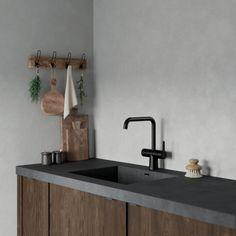 Silhouet Touchless är en revolution inom beröringsfria blandare, speciellt designad för hemmabruk. Snygg, praktisk och hygienisk eftersom du aldrig behöver vidröra blandaren med smutsiga händer.   Silhouet Touchless har en tidlös, enkel och nordisk design som passar bra i både klassiska och moderna hem. Den hållbara ytan finns i krom, borstad mässing eller matt svart yta, som naturligt matchar resten av den populära Silhouet-serien. Kitchen Interior, Home Interior Design, Kitchen Design, Interior Decorating, Wooden Christmas Decorations, Gaming Room Setup, House Rooms, Home Living Room, Modern Decor