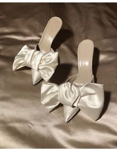 Lets be honestly ivory bridal shoes are often meh. But these Magda Butrym ivory . Dr Shoes, Crazy Shoes, Cute Shoes, Me Too Shoes, Shoes Heels, High Heels, Bow Heels, Bridal Shoes, Wedding Shoes