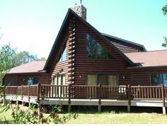 """Gather a group of up to 12 guests and stay at the """"Nana and Papa's Nest"""". This spacious log cabin is just 45 minutes from the WI Dells. Found right on Lake Petenwell, the 2nd largest lake in Wisconsin!!"""