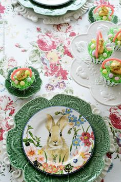 Easter Basket Cupcakes are as fun to make as they are to eat and a sweet ending to your Easter brunch! You can even set up a cupcake bar so kids can customize their Easter basket cupcakes with the … Easter Peeps, Easter Brunch, Easter Party, Happy Easter, Easter Treats, Edible Centerpieces, Easter Centerpiece, Easter Table Settings, Easter Bunny Decorations