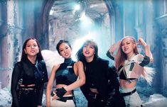 K-pop quartet BLACKPINK shared a music video for their new single 'Kill This Love' off their forthcoming EP out tomorrow 5 April. Kpop Girl Groups, Korean Girl Groups, Kpop Girls, Kim Jennie, Yg Entertainment, K Pop, Mileena, Blackpink Photos, Group Photos