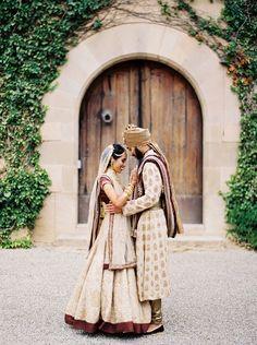 Wedding rings modern brides bridal gowns ideas for 2019 Indian Destination Wedding, Indian Wedding Photos, Indian Wedding Ceremony, Big Fat Indian Wedding, Desi Wedding, Indian Wedding Photography, Indian Wedding Outfits, Bridal Outfits, White Wedding Dresses