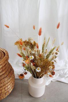 dried flowers for autumn - dried flowers for autumn - - My Website 2020 Simple Flower Drawing, Easy Flower Drawings, Easy Flower Painting, Acrylic Painting Flowers, Simple Flowers, Beautiful Flowers, Shade Flowers, Dried Flowers, Flowers Perennials