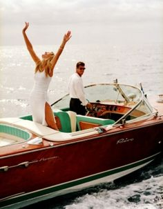 Classic boating...so fun, love the interior upholstery colors.