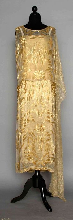 Gold Beaded Evening Dress, Early Augusta Auctions, April 2014 - NYC Fashion and Designer Style 1920s Outfits, Vintage Outfits, Vintage Fashion, Fashion 1920s, 1920s Fashion Dresses, Flapper Fashion, Vintage Costumes, Victorian Fashion, Dress Fashion