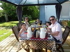 petit dejeuner dans le jardin au soleil4