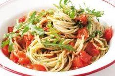 Špagety 20x jinak | Apetitonline.cz Grubs, Couscous, Bon Appetit, Pesto, Spaghetti, Food And Drink, Healthy Recipes, Healthy Food, Pizza