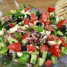 Griekse salade (origineel Grieks recept) - Health and wellness: What comes naturally Healthy Recipes, Healthy Salads, Healthy Foods To Eat, Salad Recipes, Vegetarian Recipes, Healthy Eating, Easy Recipes, Dinner Recipes, Tapas