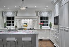A selection 5 incredibly stylish and elegant grey kitchens to inspire your colour scheme.
