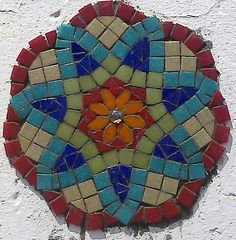 Mosaico Mosaic Crafts, Mosaic Projects, Stained Glass Projects, Free Mosaic Patterns, Mosaic Stepping Stones, Diy Bird Bath, Mosaic Artwork, Mosaic Madness, Concrete Art
