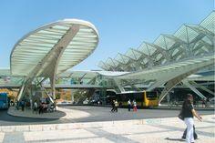 """Empresa internacional especializada em informação sobre construção e arquitectura escolheu estações de comboios por todo o mundo. Mote: a """"espectacularidade"""""""