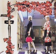 WEBSTA @ visualmerchandisingdaily - Spring flowers Via @visualmerchandisingnews #visualmerchandising #visualmerchandiser #retaillife #katespade #retaildisplay #vmdaily