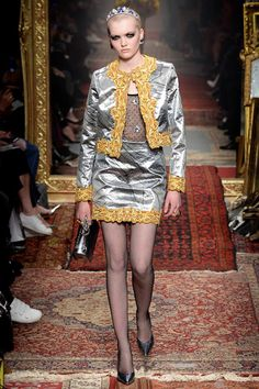 Moschino Fall 2016 Ready-to-Wear Fashion Show - Ruth Bell