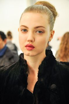 Her look is both alluring and arresting: Lindsey Wixson's larger-than-life lips, chin dimple and gap-between-her-teeth have made her a model to watch for all the right reasons. Girls With Dimples, Beauty Blender Holder, Cleft Chin, Lindsey Wixson, Girl Tips, Bellisima, Role Models, Beauty Women, Beauty Makeup