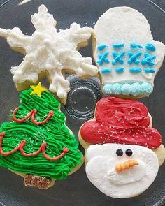 Christmas sugar cookies with godly buttercream frosting #swirlygirlsbakery #tistheseason (view on Instagram http://ift.tt/2hSLffQ)