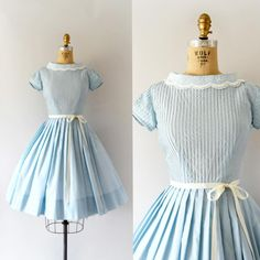 "Gefällt 243 Mal, 3 Kommentare - Sweet Bee Finds (@sweetbeefinds) auf Instagram: ""SOLD--1950s ""En Plein Air"" Blue Dress w/unique collar, pin tucked bodice, fitted waist, full skirt…"""