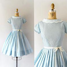 "Gefällt 243 Mal, 3 Kommentare - Sweet Bee Finds (@sweetbeefinds) auf Instagram: ""SOLD--1950s ""En Plein Air"" Blue Dress w/unique collar, pin tucked bodice, fitted waist, full skirt…"""