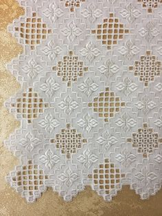 Hardanger Embroidery, Silk Ribbon Embroidery, Embroidery Stitches, Hand Embroidery, Advanced Embroidery, Embroidery For Beginners, Shuttle Tatting Patterns, Feather Stitch, Drawn Thread
