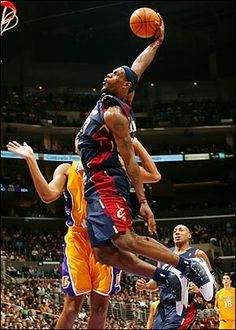 LeBron James dunking against the L. Lakers at the Staples Center. Basketball Legends, Sports Basketball, Basketball Players, College Basketball, Air Max 2009, Air Max Thea, Nba Pictures, Basketball Pictures, Slam Dunk