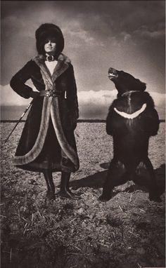 Helmut Newton. Les Belles et les Bettes. Paris Vogue.
