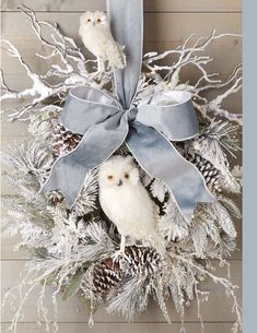At the point when a large portion of us consider front door wreaths we think circle, evergreen, and Christmas. Wreaths come in a wide range of materials and shapes. Owl Wreaths, Wreath Crafts, Diy Wreath, Holiday Wreaths, Holiday Crafts, Winter Wreaths, Burlap Wreaths, Burlap Christmas Wreaths, Rustic Wreaths