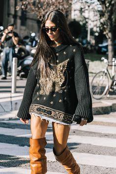 Pull de punto yo grueso y bordado todo un acierto para esta nueva temporada se puede llevar en clave Casual o sobre un vestido o falda larga en gasa o tul y dará un toque Estupendo a nuestros oufits ❤