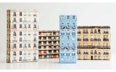 ヨーロッパのアパートの写真が印刷されたラッピングペーパー「Skyline Gift Wrap」