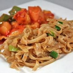 Quick Chinese-Style Vermicelli (Rice Noodles) Recipe Side Dishes with dried rice noodles, vegetable oil, garlic, soy sauce, chili sauce, pepper, salt, green onions