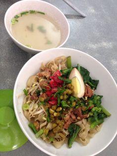 Its called BAKMI SIANTAR🙈🇮🇩 Indonesian Food, try it!