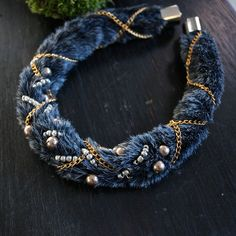 Faux fur necklace / フェイクファーのネックレス | Esha New York #fur #accessories #scarf #faux…
