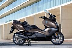 BMW Motorrad has revealed the new C 650 maxi scooter. The bike will come in two guises, with BMW saying the differing conceptual emphasis of each scooter will enable it to reach a broader target group than previously. While the C 650 Sport is […] Bmw Motorbikes, Bmw Motorcycles, Bmw Scooter, Three Wheel Bicycle, Yamaha Nmax, Sports Models, New Bmw, Touring Bike, Scooters