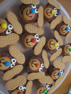 Puppy Cupcakes (cute and easy!) PHOTO FOR INSPIRATION... no directions or recipe for Henry and Mudge books