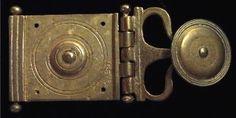 D110: porta pugio. roman period: I-II century AD material: Bronze