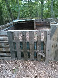 Repurposed pallet pig pen