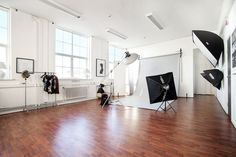 Photography Studio Decor, Dental Photography, Photography Ideas, Dream Studio, Studio Room, Studio Organization, Photo Storage, Room Setup, Studio Tours