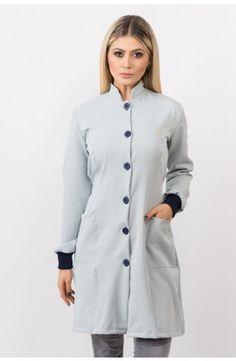 Jaleco New Basic - cinza com botões em azul marinho Maid Uniform, School Uniform, Dental Uniforms, Lab Coats, Medical Design, Dentistry, Kurti, Scrubs, Ideias Fashion