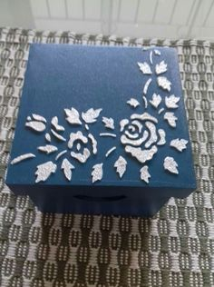 Handmade Crafts, Diy And Crafts, Craft Projects, Projects To Try, Decoupage Box, Vintage Box, Shabby, Pyrography, Trinket Boxes