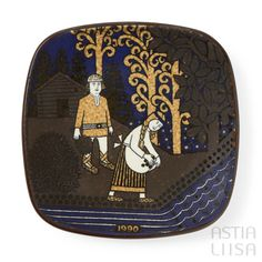 Arabia Kalevala 1990 Annual Plate, designed by Raija Uosikkinen. Find out more about Nordic vintage from Finland on our website 🔎 www.astialiisa.com⠀ 🌍 Free shipping on orders over 50 €!  #raijauosikkinen #arabia #arabiafinland #scandinavianvintage  #finnishvintage #nordicvintagehome #finnishhomes #nordichome #nordichomes #nordicdishes #nordicvintage #vintagedishes #retrodishes #uosikkinen #Finnishdesign #retrocups #coffeecup #Scandinaviandesign
