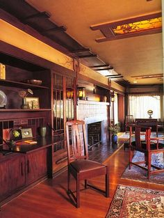 Arts and Crafts style. Greene and… Mission Furniture, Craftsman Furniture, Craftsman Interior, Craftsman Style Decor, Craftsman Farmhouse, Craftsman Houses, Bungalow Interiors, Bungalow Homes, Mission Style Homes