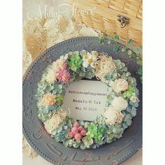 とってもナチュラル野花を集めた、ピクニックリース∞ ナチュラルでアンティークな風合いが美しいドライフラワー紫陽花を使用したデザイン** * * ピクニックをしながら、野花を摘んでまぁるく花の輪を作ったイメージで* * クローバーがお好みという花嫁さまのご希望に合わせて散りばめました♪ メッセージカードにもクローバーを* * * * #リース#フラワー#フラワーリース#ウェルカムボード#ウェディング#ウェディングアイテム#ウェディングフラワー#ウェルカムリース#ウェルカムスペース#ブライダル#結婚#結婚式#結婚準備#結婚式準備#プレ花嫁#ドライフラワー#アンティークantique#dryflower#flower#wreath#wedding#ナチュラル#ブルー#紫陽花#あじさい#アジサイ#クローバー#ピクニック#ハンドメイド#オーダー