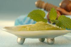 <3 Lavender & Peppermint Homemade Foot Scrub Recipe
