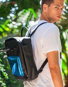 mochila-negra-bolsillo-azul Color Negra, Sling Backpack, Back To School, Backpacks, Fashion, Shopping, Wings, Blue Nails, Black