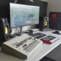 ✅ Live in an apartment and have no space for a home studio? Check out these 11 awe-inspiring home studio ideas for small apartments - Great ideas for how to set up a music studio in an apartment or small space! Home Recording Studio Setup, Home Studio Setup, Music Studio Room, Dream Studio, Studio Ideas, Home Music Rooms, Gaming Room Setup, Gaming Rooms, Beats Studio