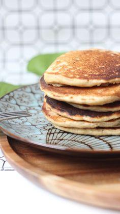 Recette pancakes chocolat healthy -150g de flocons d'avoine mixés 250 ml de lait d'amande 1 oeuf entier 1 fromage blanc 1 cuillère à café de cannelle 2 cuillère à café de levure chimique 1 poignée de pépites de chocolat ou 3 carrés de chocolat noir 85% coupés en petits morceaux
