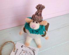 LISTO el ratón viajero fieltro aguja nave, turístico ratón, descubridor, Felted ratón, animales de fieltro, fieltro ratón, ratón con bolso, juguete de la eco, ratones del fieltro