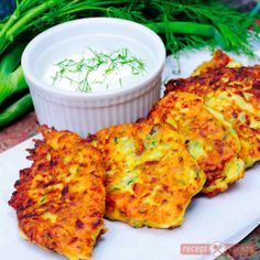 Cukkini palacsinta Hungarian Recipes, Hungarian Food, Honey Cake, Tandoori Chicken, Feta, Cauliflower, Good Food, Chips, Cooking Recipes