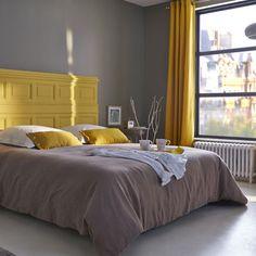 Dormitorio en gris y amarillo