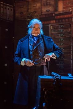 A Christmas Carol review at the Noel Coward Theatre, London – 'warm and familiar'